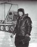 Виктор Чистяков возле тягача АТ-Т